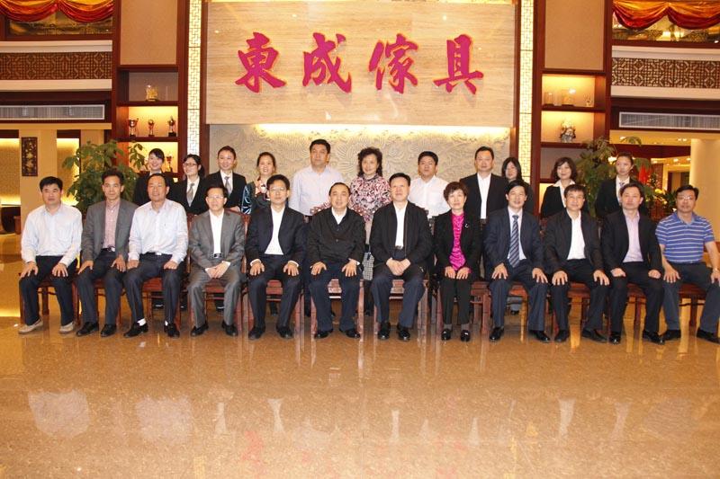 国家人力资源和社会保障部副部长杨志明(左六)、广东省常务副省长肖志恒(右六)一行莅临公司指导工作