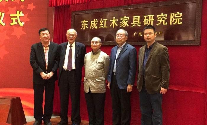 中国高等家具设计专业创始人胡景初(右三),亚太联合会会长林作新(左一)
